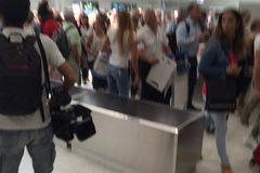 Sơ tán sân bay thành phố Pháp vừa bị khủng bố