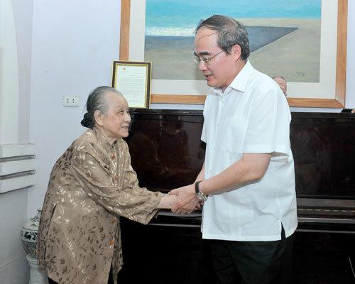Phút xúc động của ông Nguyễn Thiện Nhân tại tư gia NS Văn Cao