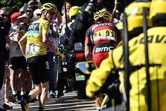 Tay đua phải chạy bộ để giữ Áo vàng ở Tour de France