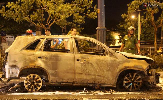 Ô tô, bốc cháy, tai nạn, Sài Gòn, lái xe, đâm xe, lưu ý, cháy xe, nổ lốp
