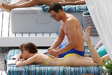 '50 sắc thái 2' quay cảnh nóng trên bãi biển