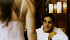 Mở cửa phòng tắm khách sạn, chồng tròn mắt không thốt nên lời