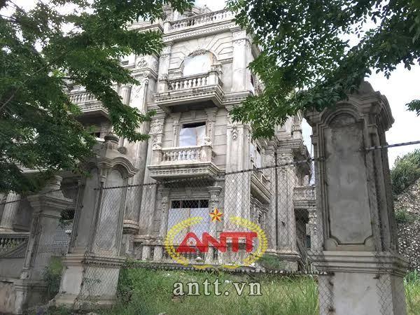 Lâu đài nữ đại gia buôn chuối Lào Cai bỏ hoang bên sông Hồng