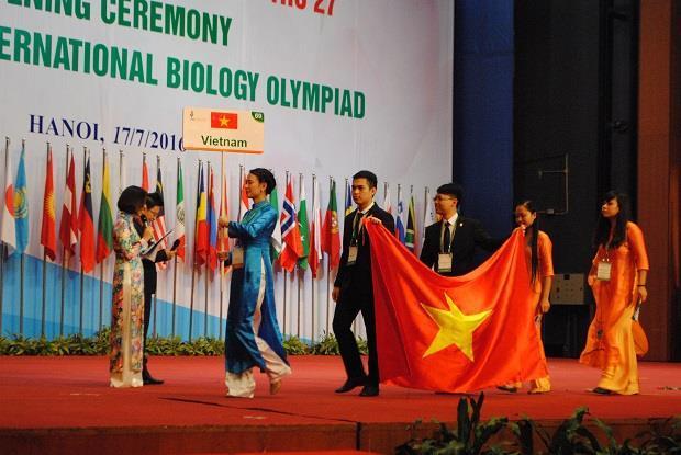 Màn chào hỏi cực ấn tượng của các đoàn Olympic Sinh học