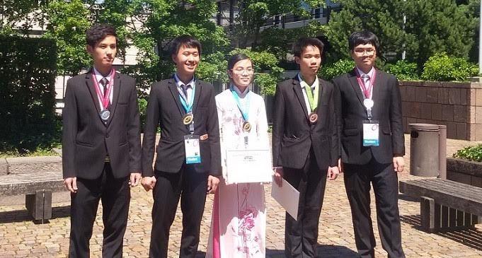 Việt Nam giành 2 huy chương Vàng Olympic Vật lý quốc tế 2016
