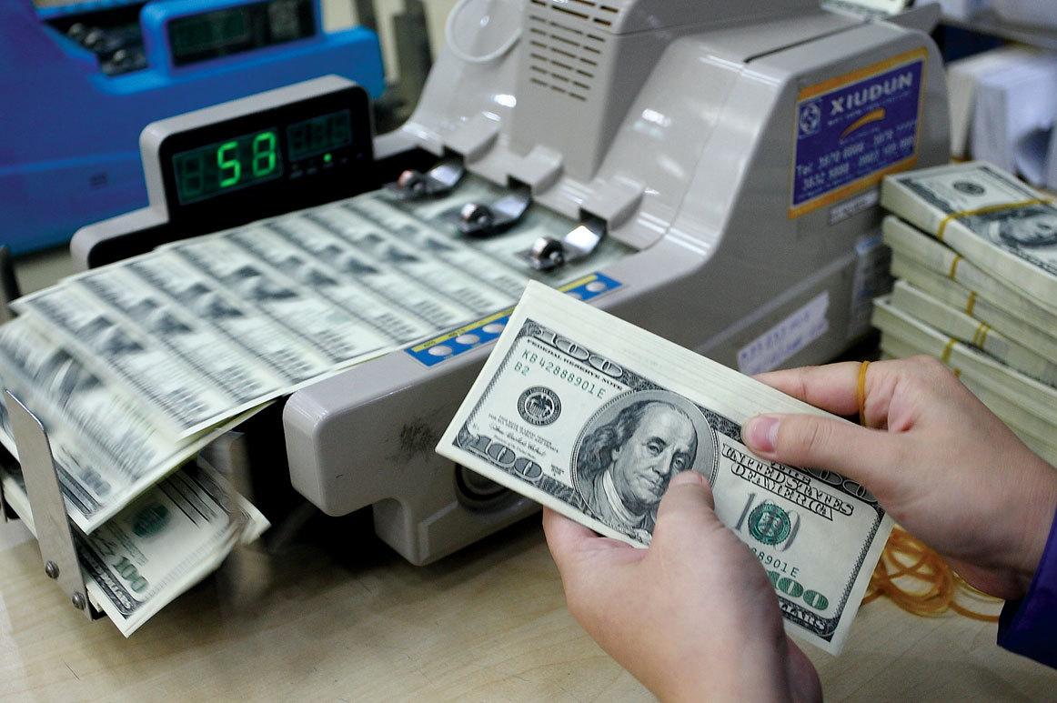 Vàng loạn, chứng khoán sôi sục: Yên tâm ôm USD?