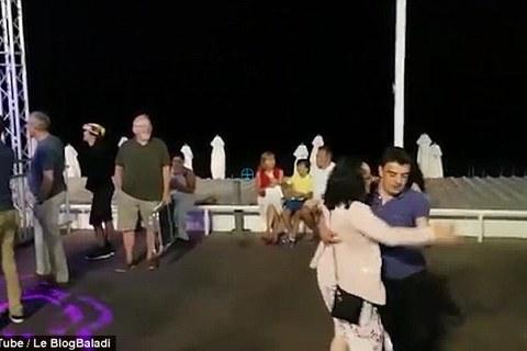 Khoảnh khắc bình yên trước vụ khủng bố ở Nice
