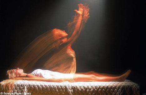 Thực hư về khoảnh khắc 'hồn lìa khỏi xác'