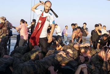 Binh sĩ Thổ Nhĩ Kỳ nổ súng gần tòa án ở Ankara