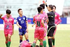 Những pha phạm lỗi rợn người tại vòng 16 V-League