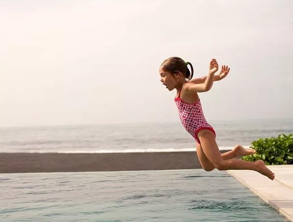 Bố mẹ đã sai lầm như thế nào khi muốn nuôi dạy con trở thành đứa trẻ luôn hạnh phúc