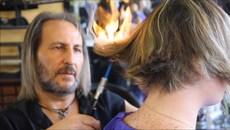 Quán cắt tóc bằng lửa độc đáo