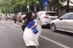Vi vu rước dâu bằng xe điện, chú rể 'tuột' mất người thương
