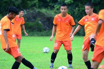 U16 Việt Nam tập dưới mưa, vui hết cỡ quyết hạ Campuchia
