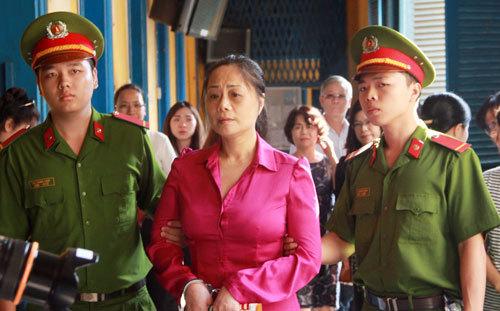 Hoa hậu quý bà Tuyết Nga hầu tòa