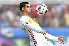 """Phát giá """"điên rồ"""", Conte vẫn vồ hụt Morata"""