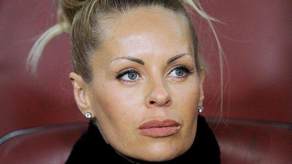 'Vợ già' sắp 50 tuổi của Ibrahimovic đẹp bốc lửa