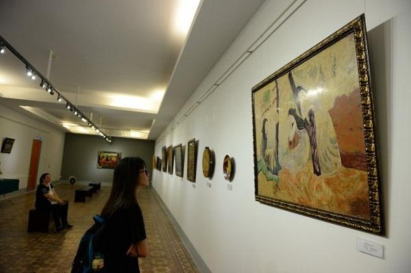 Có sự bắt tay tinh vi trong cuộc triển lãm toàn tranh giả?