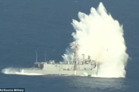 Mỹ đánh chìm tàu chiến