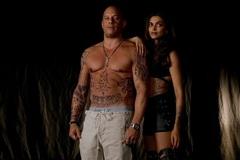 Hoa hậu bị trao nhầm vương miện đóng 'xXx' cùng Vin Diesel