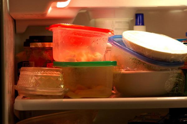 nội trợ, tủ lạnh, dọn tủ, gia vị, nấm mốc, chanh thối, chai nước