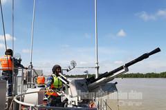 Hải quân huấn luyện tàu tác chiến trên biển