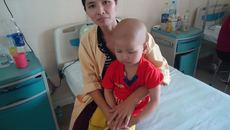 Gia đình nghèo xin cứu con trai ung thư nền sọ não