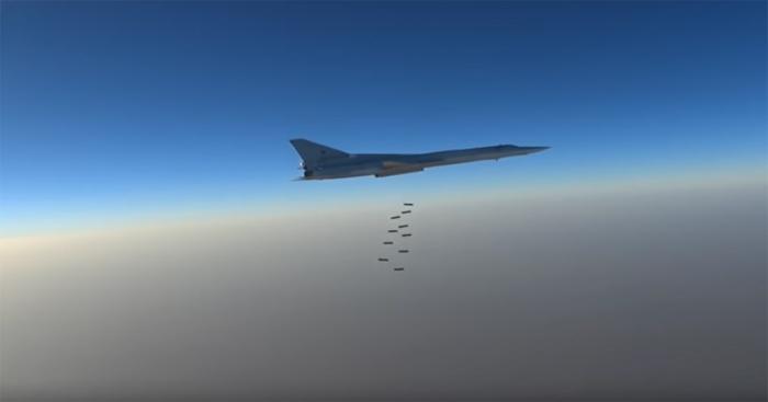 """Xem Nga rải bom san phẳng 2 """"đầu não"""" IS"""