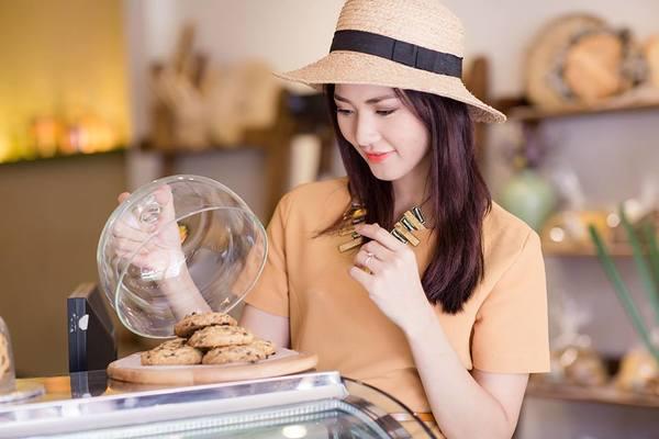 Từ Hoa Hậu 'sạch' đến thợ làm bánh