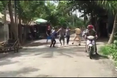 Nhiều thanh niên vây đánh CSGT