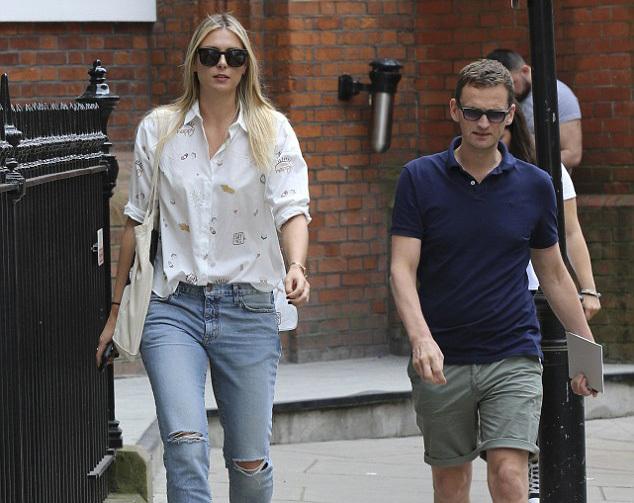 Sharapova bụi bặm khám phá London