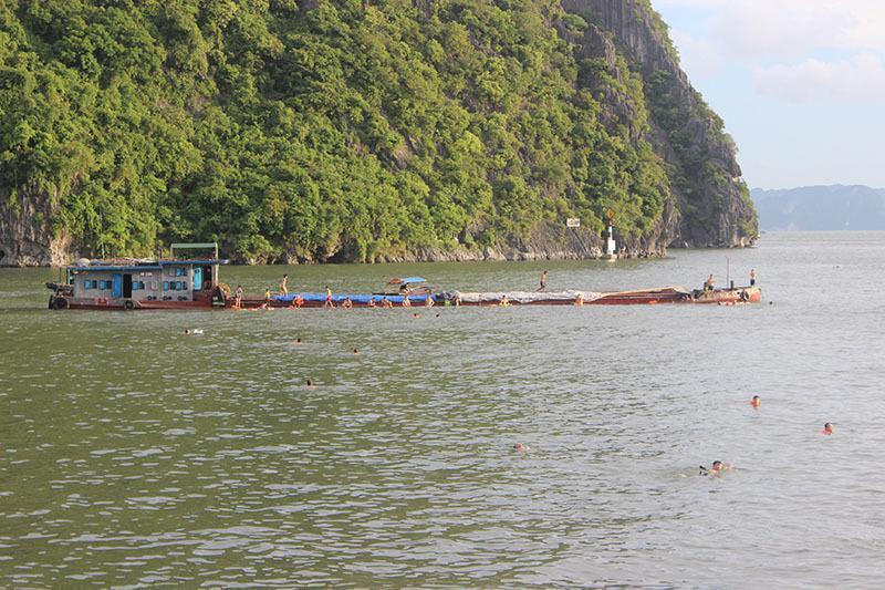 tắm biển ở vùng nguy hiểm, dân Hạ Long