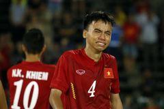 Cầu thủ U16 Việt Nam khóc nức nở, xin lỗi người hâm mộ