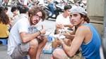3 món ăn đường phố của HN khiến khách Tây sẵn sàng ngồi vỉa hè thưởng thức