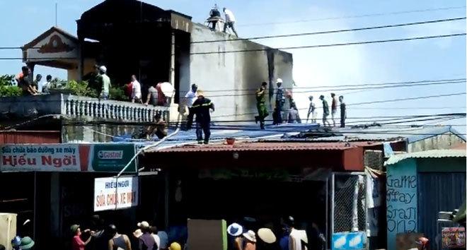 Cháy nhà: Bố mẹ đi đám cưới, 2 con tử vong