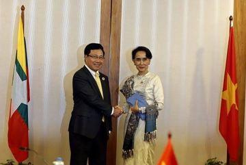 Phó Thủ tướng Phạm Bình Minh hội kiến bà Aung San Suu Kyi
