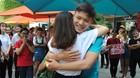 Giới trẻ Hà thành háo hức ôm nhau giữa trời nóng nực