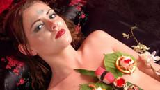 Lý do 'sushi khỏa thân' có sức hút đặc biệt với giới thượng lưu