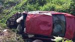 Xế hộp BMW mất lái lao xuống hố, 7 người thương vong