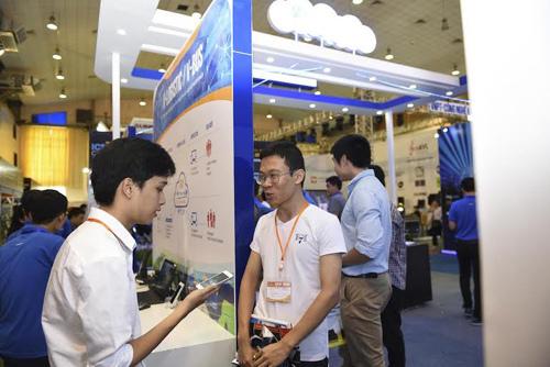 Người dùng hào hứng với sản phẩm công nghệ 'made in Vietnam'