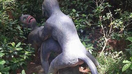 Tượng khỉ phản cảm ở Đồ Sơn khiến du khách đỏ mặt