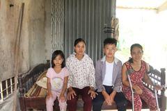 Nhà sắp sập, ba mẹ con nghèo cầu xin được giúp đỡ