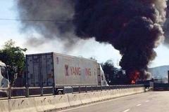 Ba ôtô bốc cháy, quốc lộ 1A ùn tắc hơn 3 tiếng