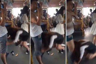Xe phanh gấp, chàng trai bị cô gái kéo tụt quần