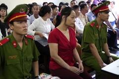Hoa hậu quý bà Tuyết Nga run rẩy nhận 15 năm tù