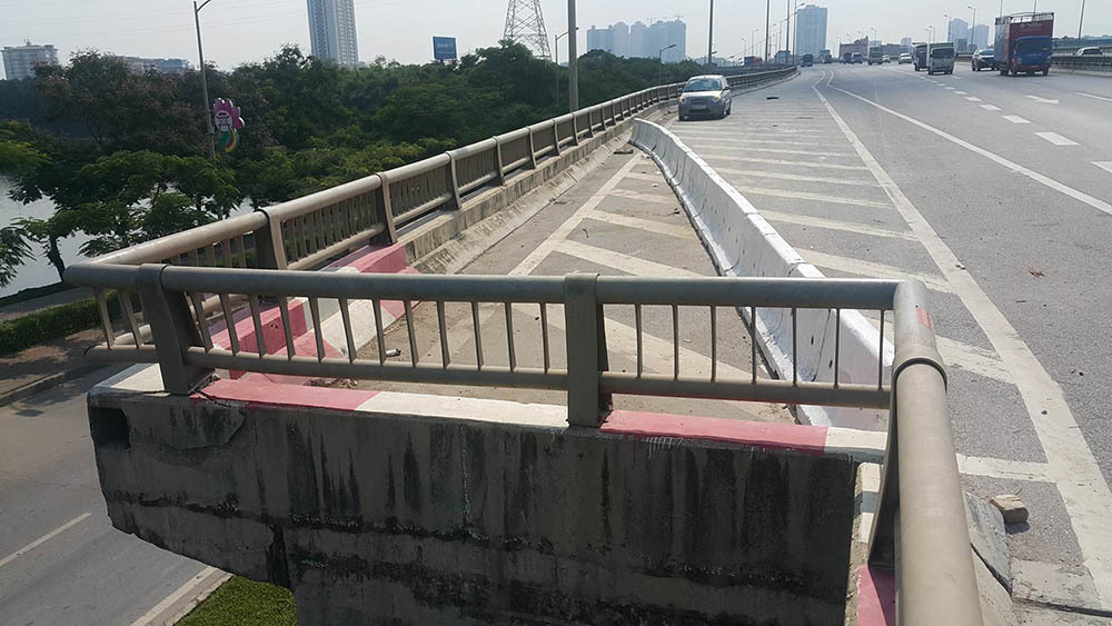 Thêm góc cụt giống hệt nơi ô tô rơi từ đường trên cao