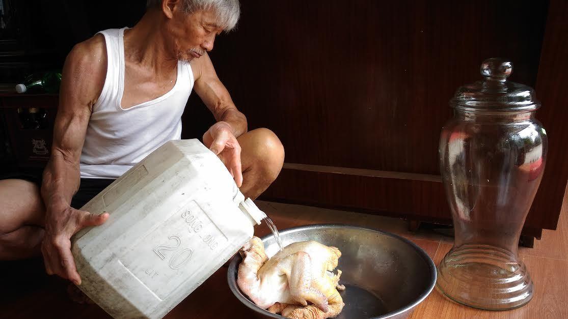 Gà Đông Tảo 60 triệu: Quá yêu đem ngâm rượu ngắm