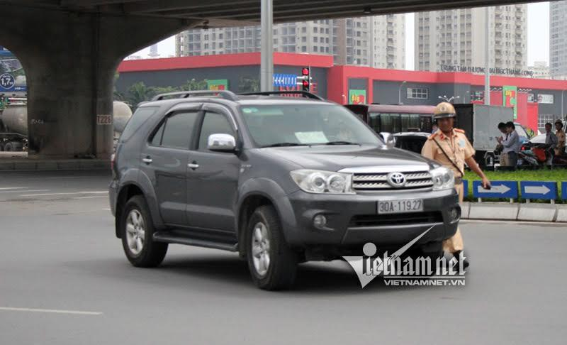 CSGT Hà Nội, bùa hộ mệnh, kính lái ô tô, phù hiệu Bộ Công an