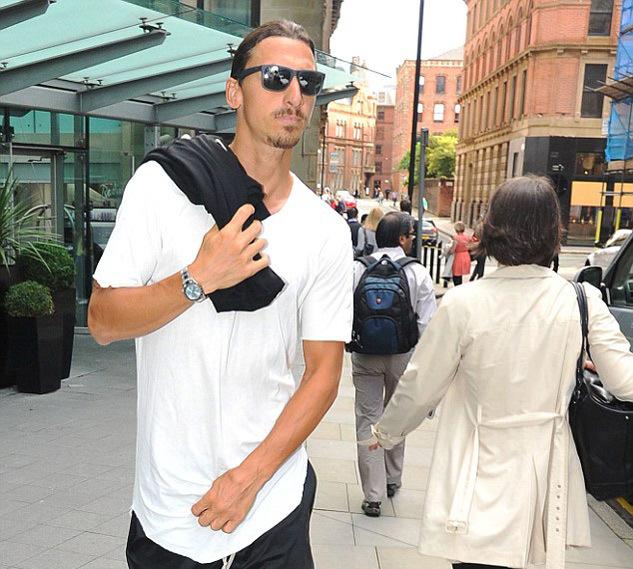 Ibrahimovic 'chất lừ' khuấy đảo sân tập MU