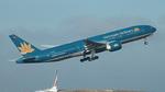 Thêm nhiều chuyến bay tạm dừng cất cánh do bão số 1